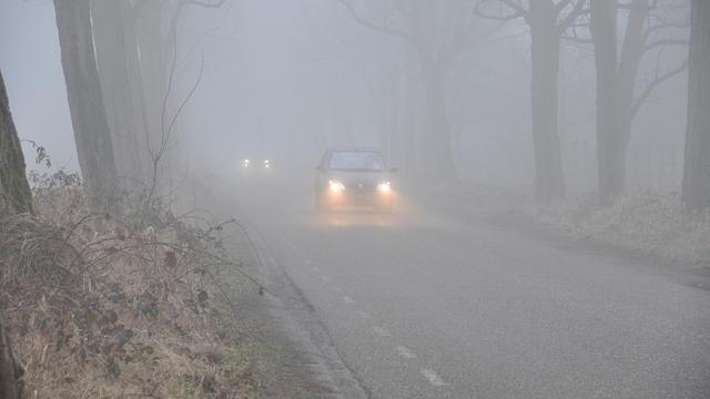 Waarschuwing voor dichte mist en gladheid in midden en oosten van het land