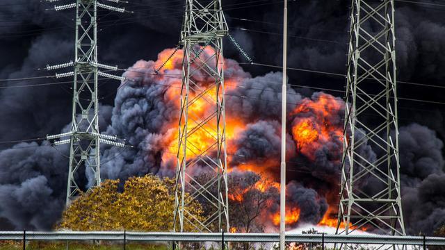 Grote brand in loods bij Chemelot in Geleen onder controle