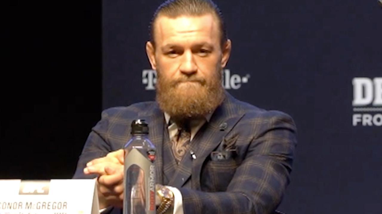 Journalist uitgejoeld na vraag aan McGregor over seksueel misbruik
