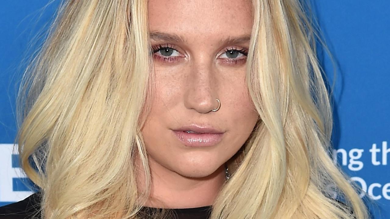 Kesha geeft verrassingsoptreden op Coachella