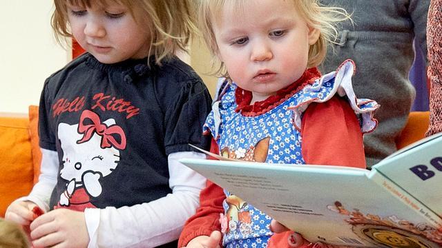 Kinderzwerfboekstation geopend in de Zeeheldenbuurt