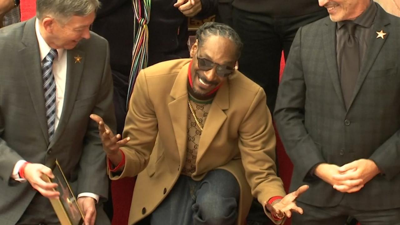 Snoop Dogg krijgt ster op Walk of Fame: 'Ik bedank mezelf'