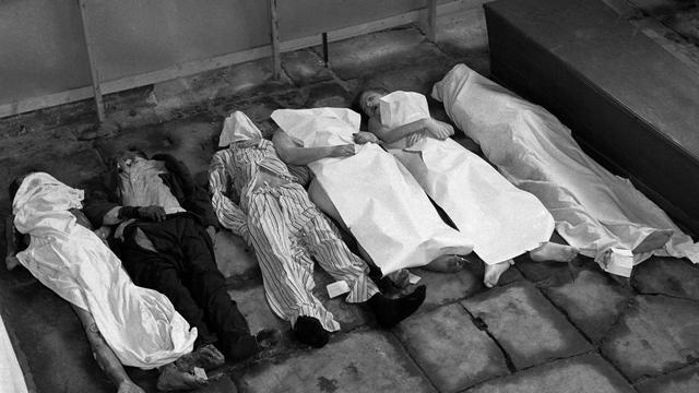 1944: Slachtoffers van de hongerwinter in Amsterdam.