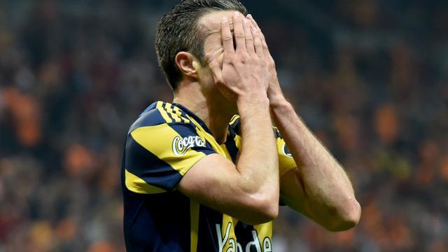 Van Persie lijkt titel met Fenerbahçe na verlies te kunnen vergeten