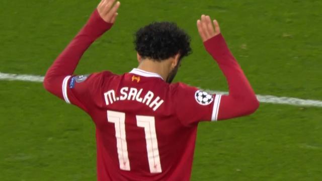 Salah schiet Liverpool op fraaie wijze op voorsprong