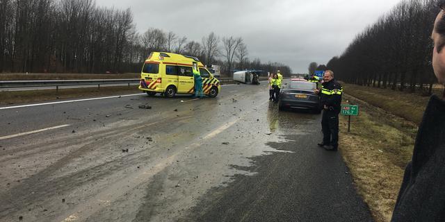 A28 deels afgesloten bij Assen na ongeluk met gierwagen