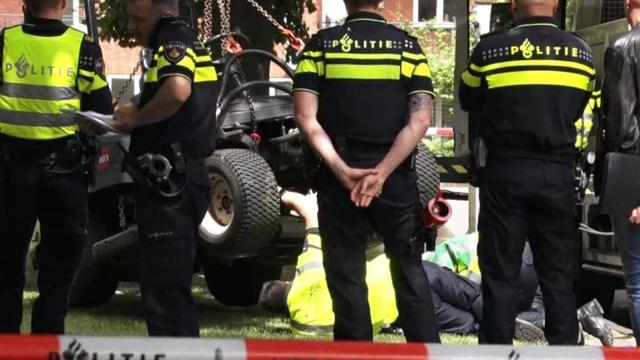 Kind zwaargewond na ongeluk met maaier plantsoenendienst Amsterdam.