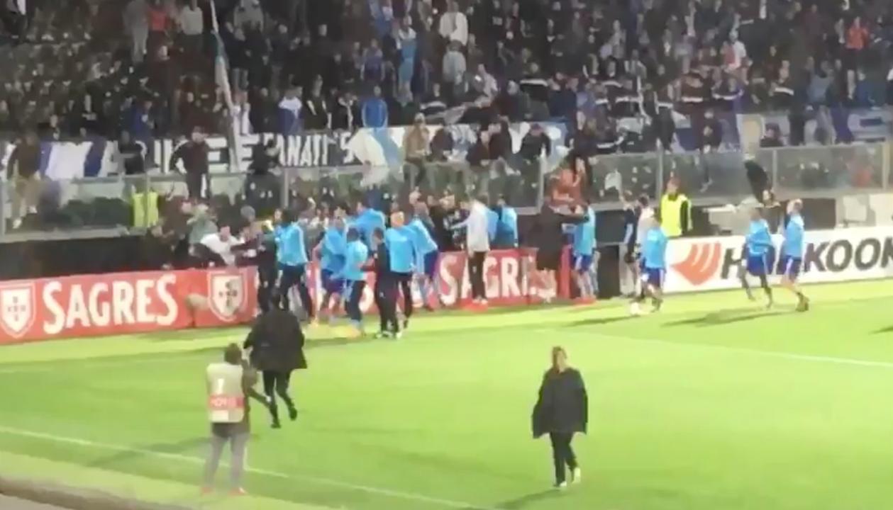 Marseille-speler Evra krijgt voor aftrap rood na vechtpartij met fan