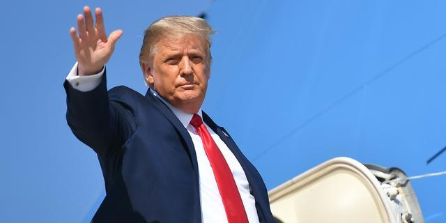Trump uit voorzorg naar ziekenhuis, krijgt experimentele coronabehandeling
