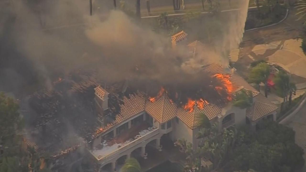 Bosbrand Californië vernielt tientallen huizen