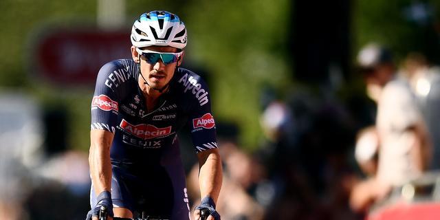 Motorbende berooft ploeggenoot Van der Poel op brute wijze van fiets