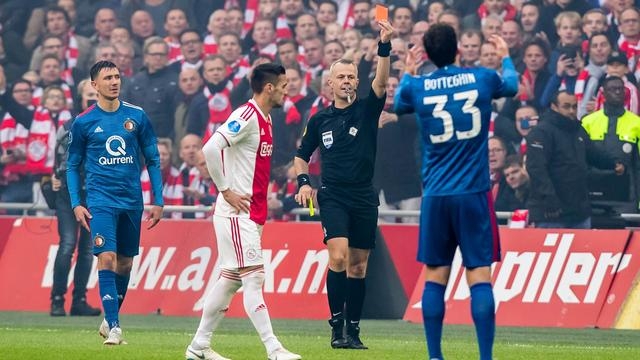 Feyenoorder St. Juste krijgt snelste rode kaart ooit in Klassieker