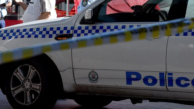Man rijdt auto vol gasflessen in garage onder politiebureau Sydney