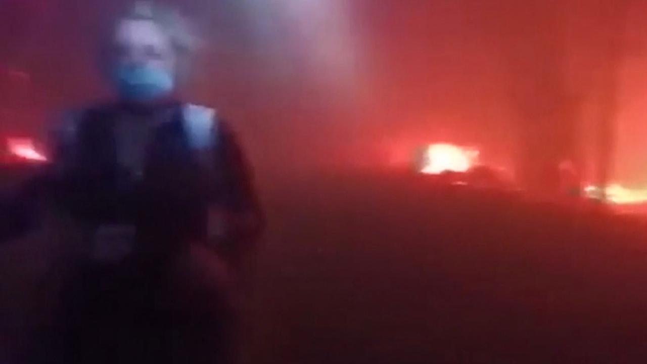 Amerikanen ontsnappen met bulldozer aan natuurbrand