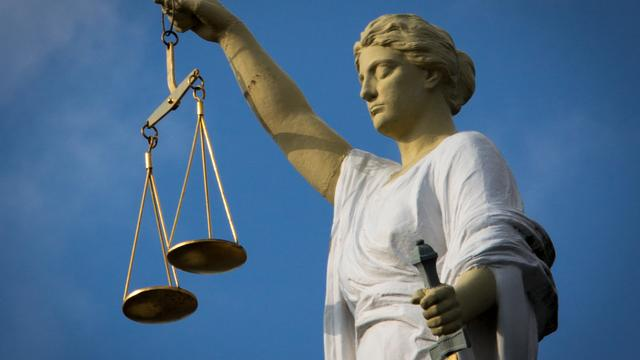OM eist 12 jaar celstraf tegen overvaller met enkelband