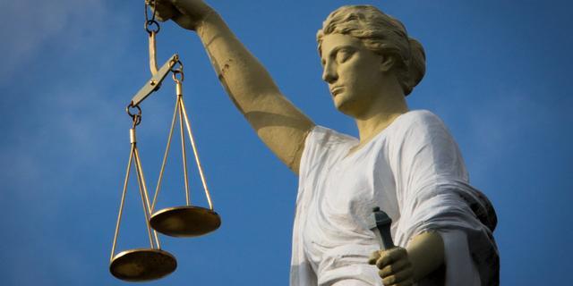 Rechtbank legt vrouw op te stoppen met sturen van naaktfoto's naar ex-man