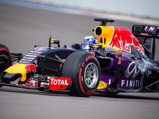 Bij gebruik van verbeterde krachtbron van Renault moeten teams straf accepteren