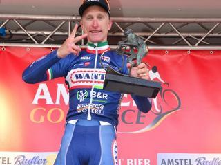 Italiaan draagt triomf in Amstel Gold Race op aan Demoitié