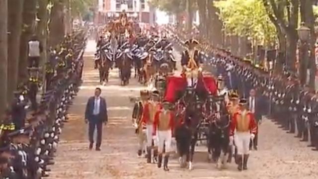 Live: Koning en koningin onderweg naar Ridderzaal