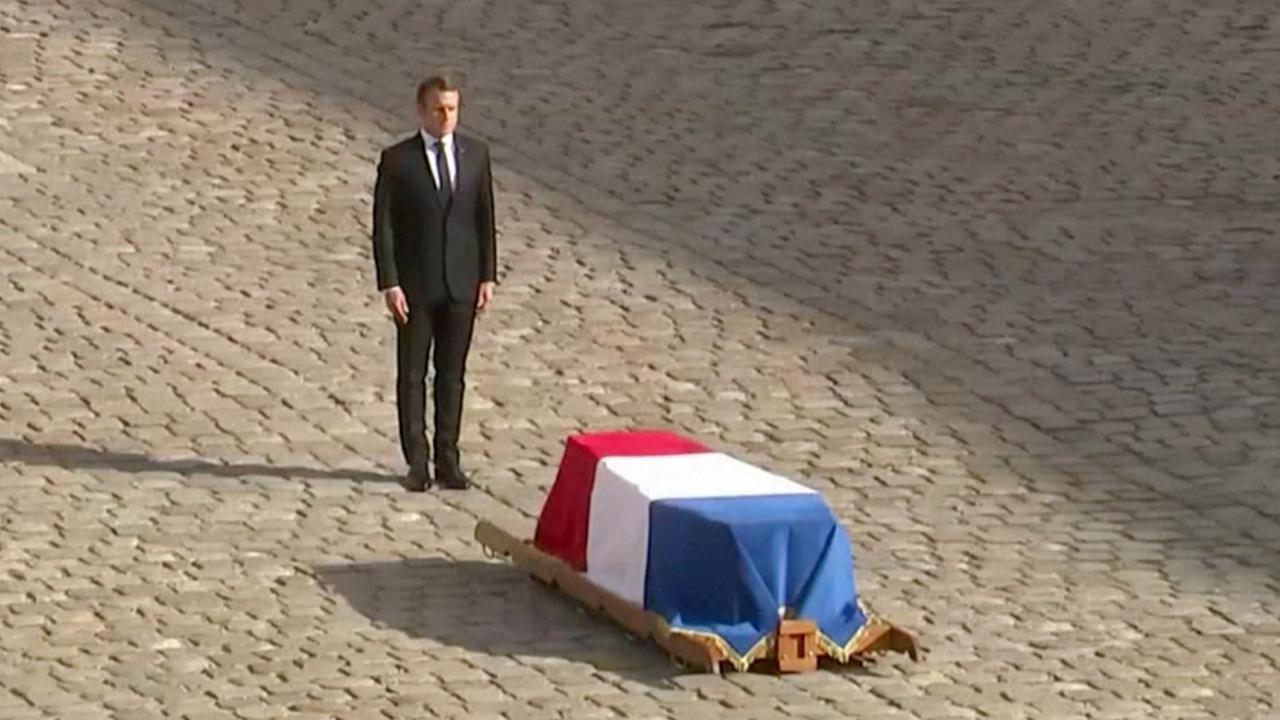 Macron bewijst laatste eer aan overleden oud-president Chirac