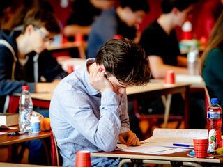 Nagenoeg 2.000 vwo'ers maakten vanmiddag in bijpassende temperaturen het examen Spaans.