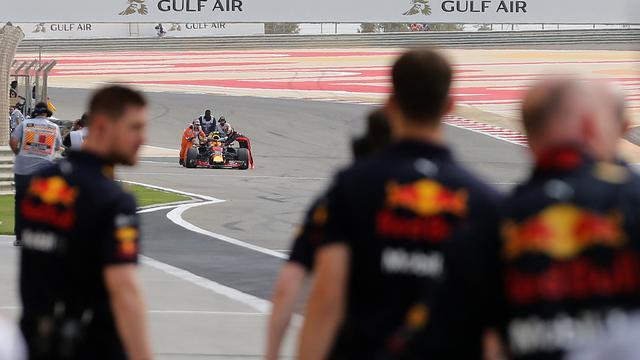 Verstappen zet geen tijd neer, Ricciardo snelste in eerste vrije training