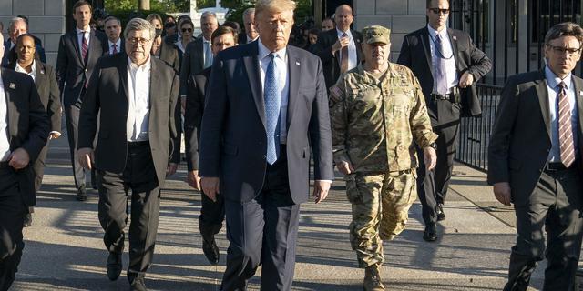 Hoogste militair VS heeft er spijt van dat hij in uniform naast Trump liep