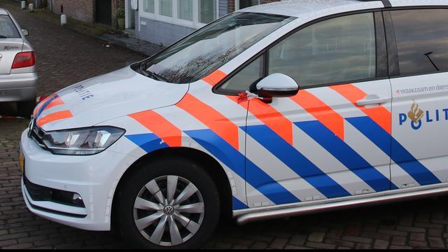 Auto rijdt door na aanrijding met fietser (13) op Woubrugseweg