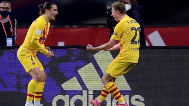 Frenkie de Jong (rechts) speelde een hoofdrol in de bekerfinale.