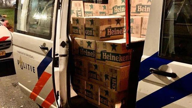 Politie vindt 244 dozen met vermoedelijk gestolen bierflesjes in Hilledijk