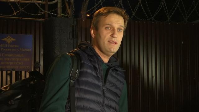 Navalny na drie weken vrijgelaten uit gevangenis