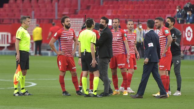 Volgens de spelers van Granada had de scheidsrechter te vroeg afgefloten.