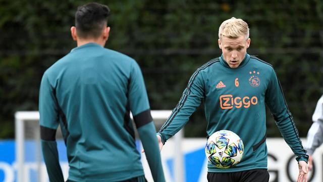 Van de Beek: 'Niemand bij Ajax hoeft zich op te laden voor de Klassieker'