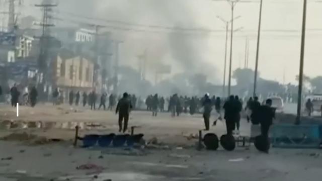 Politie Pakistan verdrijft betogers na wekenlang protest tegen minister