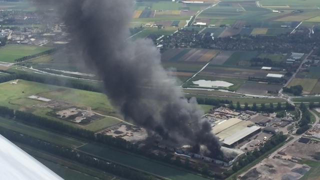 Grote brand bij afvalverwerkingsbedrijf bij Medemblik