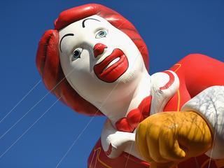 Clown Bassie roept 'collega's' op te stoppen met 'achterlijk gedoe'