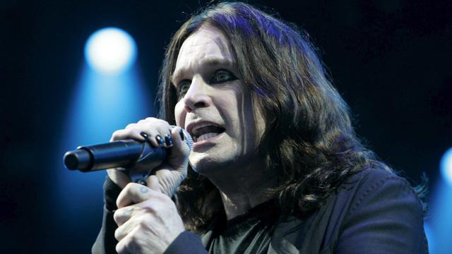 Ozzy Osbourne moet concert verplaatsen na operatie aan hand