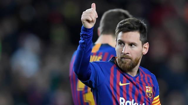 Jubileumtreffer Messi bij zege Barcelona, Real in slotfase langs Betis