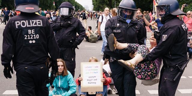 Zo'n zeshonderd aanhoudingen bij demonstratie tegen coronabeleid in Berlijn