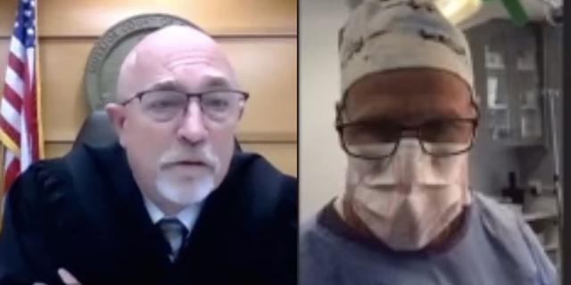 Amerikaanse chirurg probeert eigen rechtszaak bij te wonen tijdens operatie