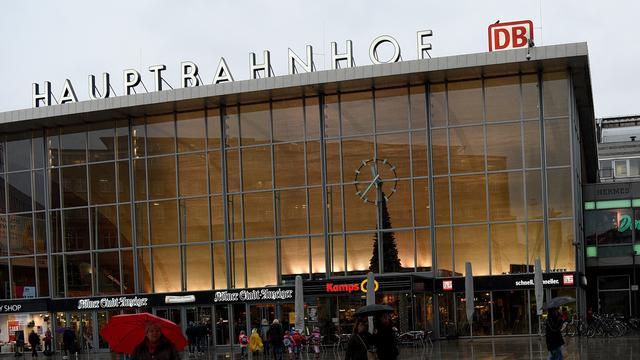Zakkenroller in Keulen probeert portemonnee van agent te stelen