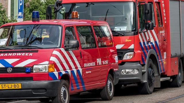Motor vliegt in brand na ongeval op Karspeldreef