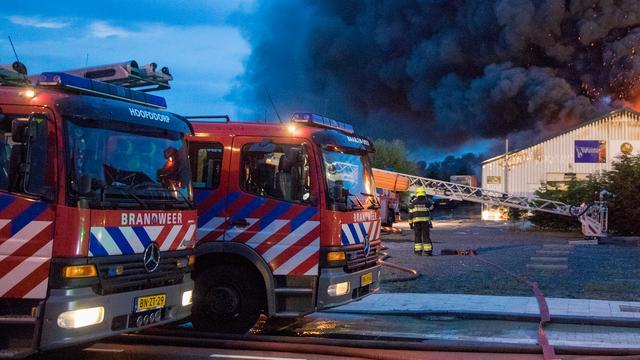 Twaalf woningen in Alphen ontruimd na brand in berging