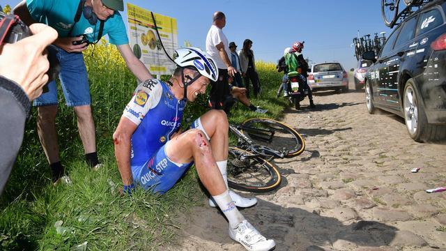 Terpstra moet na harde val opgeven in Parijs-Roubaix