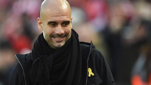 Guardiola krijgt boete van 20.000 pond voor dragen geel lintje