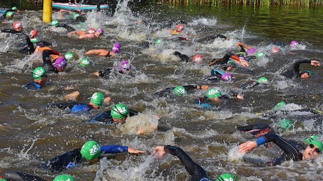 Bijna zevenhonderd atleten doen mee aan triathlon Alphen