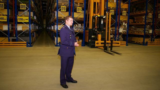 Logistieke warehouse op vliegbasis Woensdrecht officieel geopend