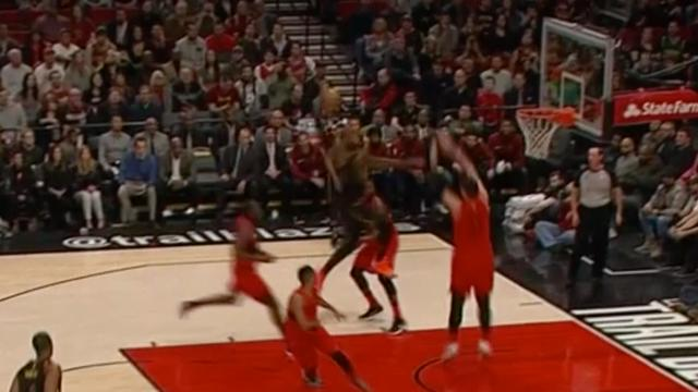 LeBron James dunkt over 2,11 meter lange Nurkic heen