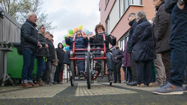 Bewoners Amarant Beukenlaan en Oude Drukkerij verrast met duofiets
