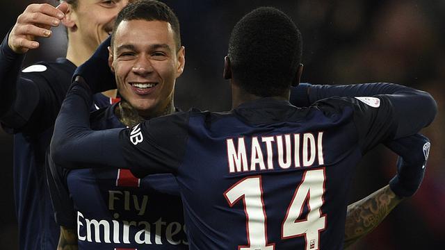 Van der Wiel put vertrouwen uit doelpunt voor Paris Saint-Germain